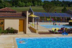 Sanitaire chauffé et eau de la piscine couverte à 28° !