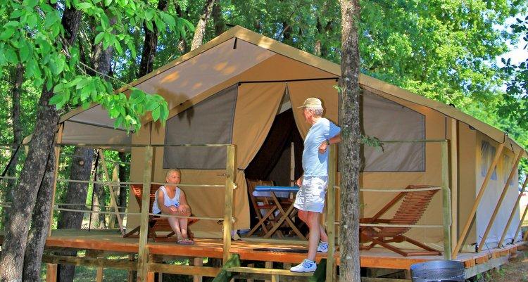 Tente lodge couple