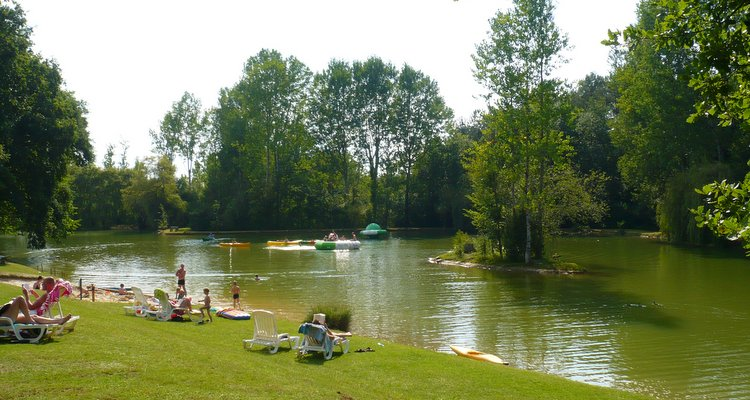 Camping dordogne p che tang cano lac les valades for Camping au bord de la dordogne avec piscine